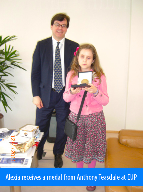 Alexia receives a medal from Anthony Teasdale, Deputy Head of Cabinet of the President of the European Parliament following her interpreting experience.