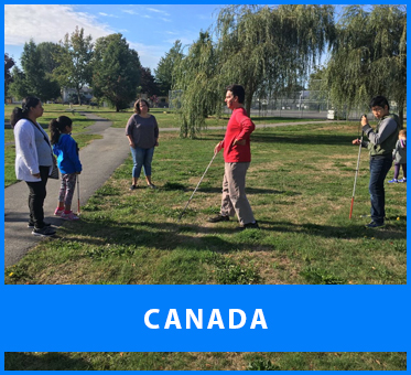 Canada. Image: Lead Visioneer Daniel Kish works with students from Blind Beginnings in a park in Vancouver, British Columbia.